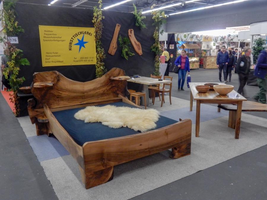 Bett Aus Einheimischem Nussbaum Mit Stockmaserungen 160 X 200 Cm